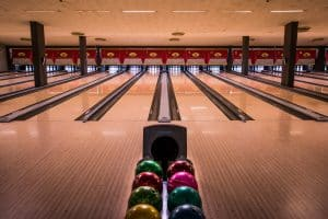 Bowling Stockholm - spela bowling i en av 17 banor hos Birka i Stockholm City