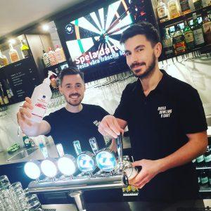 Dennis & Victor i baren